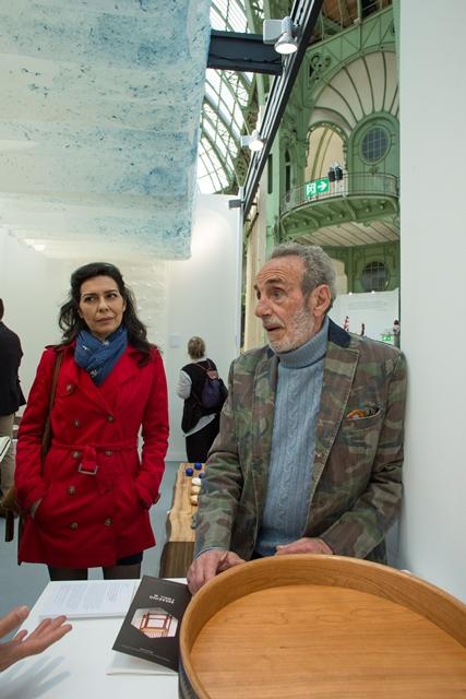 波紋シリーズにインスピレーションを得たと言うイタリア人建築家のクラウディオ・ブリガンティさん。「これからデザインする家具の一部に佐賀錦を使ってみたい」と言う 写真:Julie Rousse