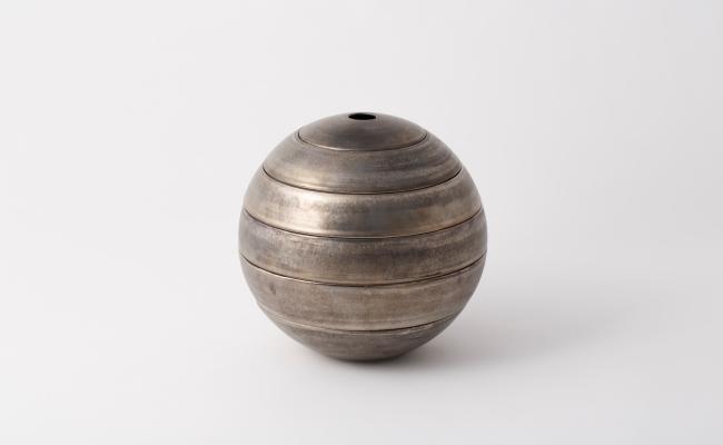 1501_有田焼/李荘窯/マンガン釉銀彩珠型五段重