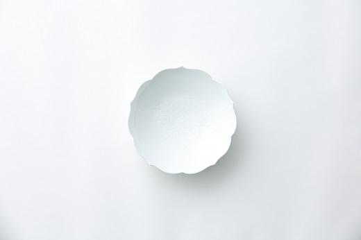 ふるさと納税返礼品(有田焼/井上萬二窯/白磁牡丹彫文 菓子鉢)